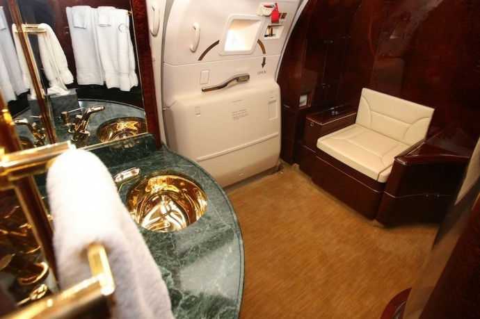 Donald Trump Boeing 757-200 gold bathroom
